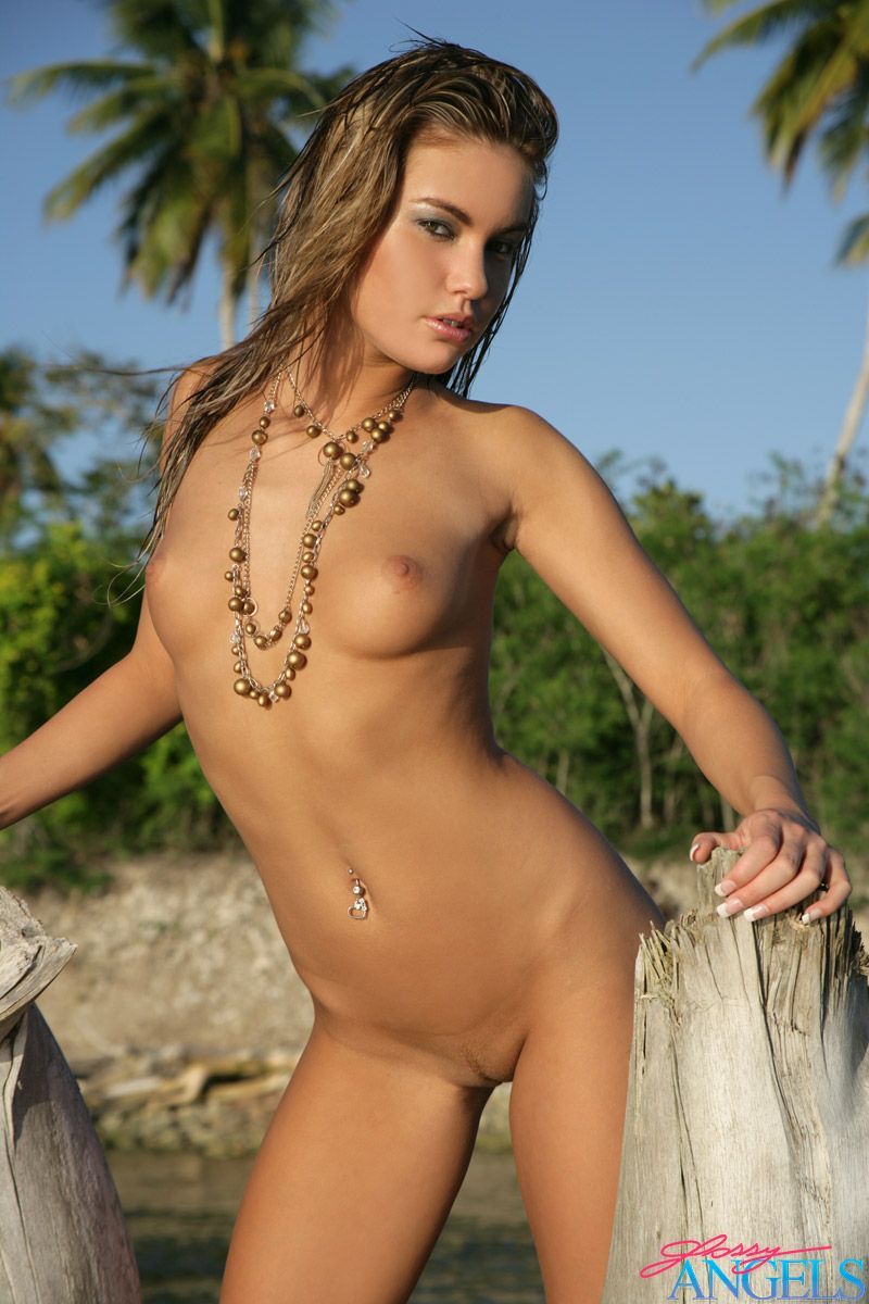 from Rey hot tanned nude babes