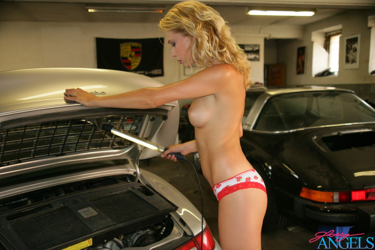 Porsche And Nude Women