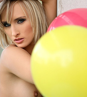 serrenity pussy with balloons